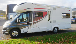 Auto-Trail Apache 700  6 Berth